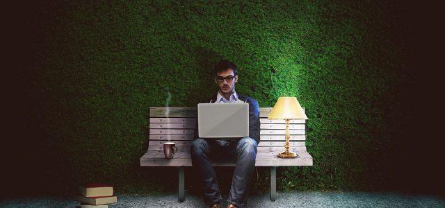 パソコン 男性 画像